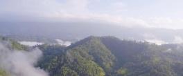 La imagen puede contener: cielo, montaña, nube, exterior, naturaleza y agua